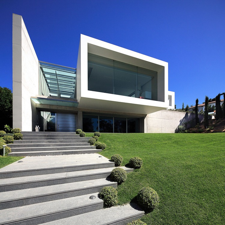 arquitetura-volume-em-balanco-casa-em-ekali-atenas