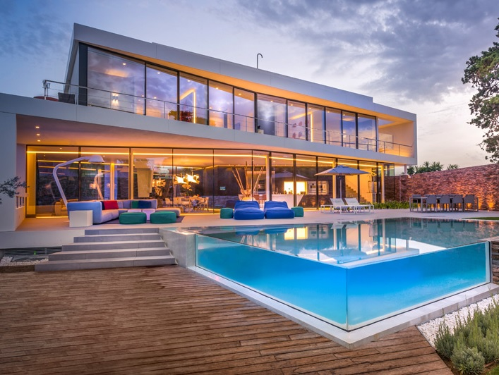 moderna-piscina-de-vidro