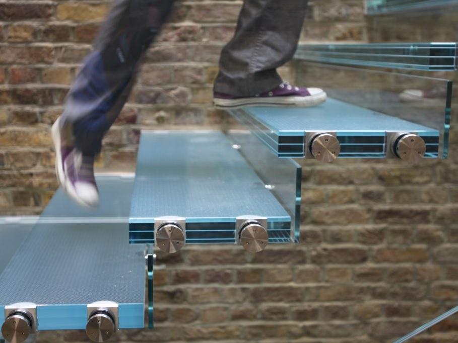 escada-piso-degrau-de-vidro-laminado-temperado