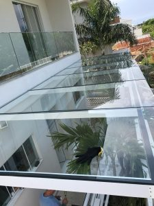 cobertura-de-vidro-e-aluminio