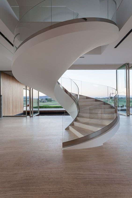 escada-com-guarda-corpo-de-vidro-curvo