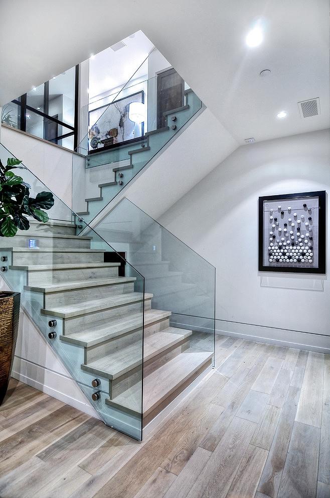 escada-de-vidro-fixada-por-botoes-prolongadores-rj