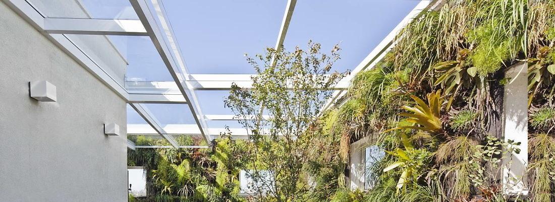 jardim-vertical-com-cobertura-de-vidro-por-casa-14-arquitetura