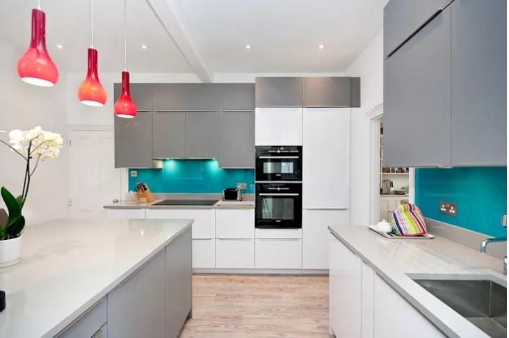 revestimento-com-vidro-pintado-serigrafado-azul-frontao-bancada-cozinha