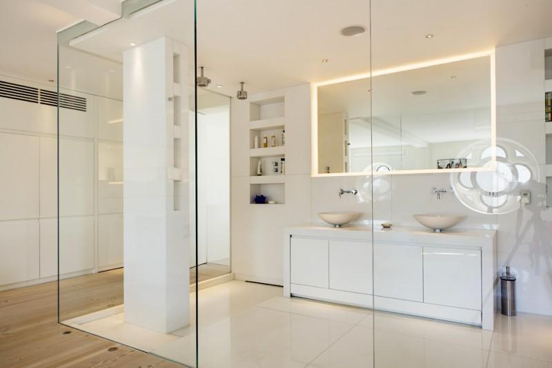 decoracao-suite-com-paredes-de-vidro-no-banheiro-dos-architects