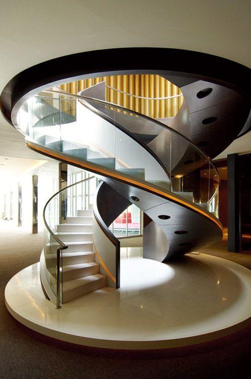 escada-caracol-de-vidro-curvo-laminado-temperado