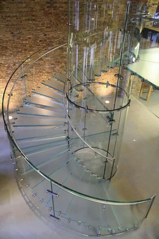 escada-curva-de-vidro-com-botoes-prolongadores-de-inox