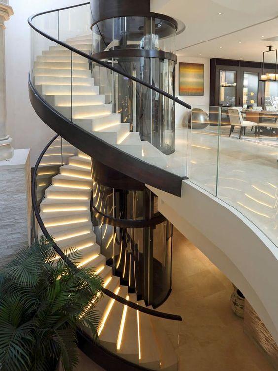 escada-espiral-de-vidro-curvo-com-perfis-de-aço-inox-preto