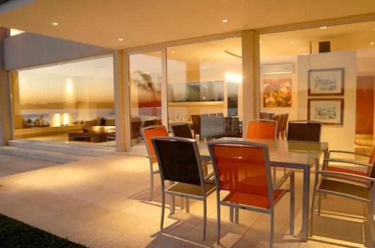 fachada-de-vidro-grandes-dimensoes-projeto-residencial-por-ramirez-arquitetura