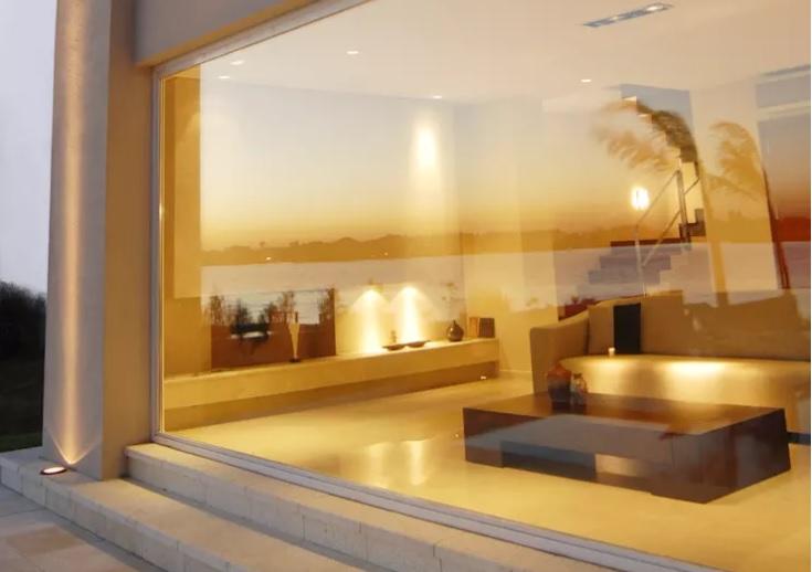 fachada-de-vidro-jumbo-grandes-dimensoes-por-ramirez-arquitetura