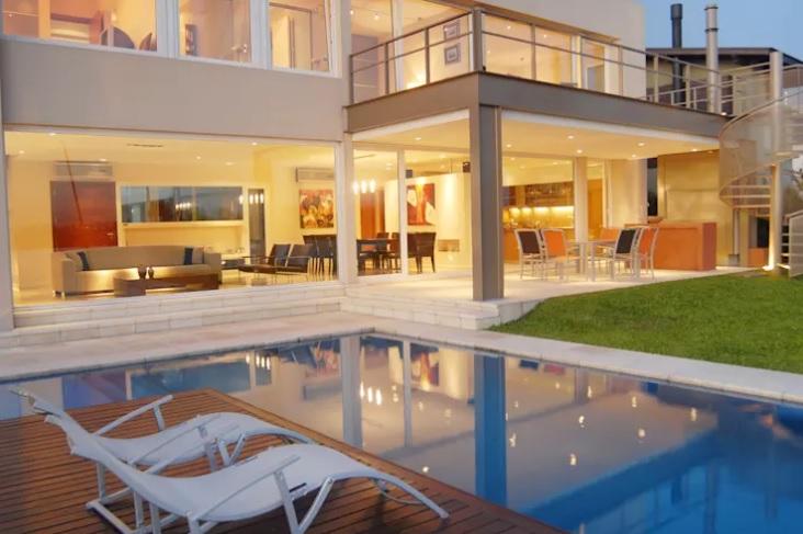 fachada-de-vidro-jumbo-projeto-residencial-por-ramirez-arquitetura