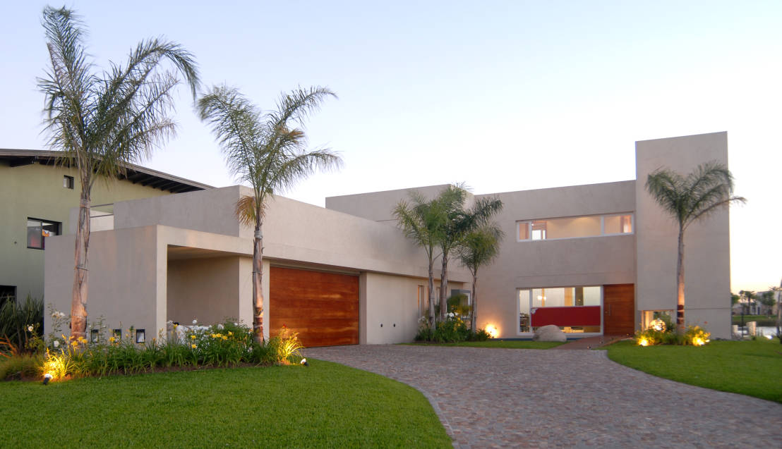 moderno-projeto-de-fachada-residencial-por-ramirez-arquitetura