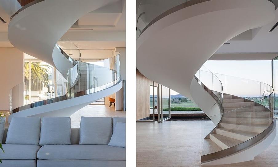 projetos-de-escadas-caracol-em-vidro-curvo