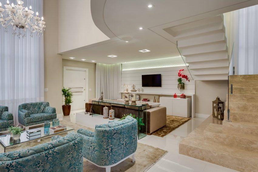 decoracao-sala-pe-direito-duplo-projeto-residencial-por-machado-weiss-arquitetura-e1475503147142