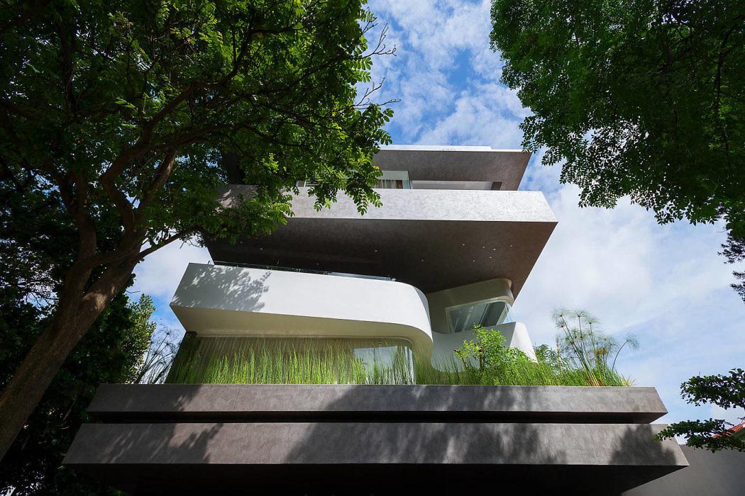 fachada-residencial-moderna-guarda-corpo-embutido-vidro