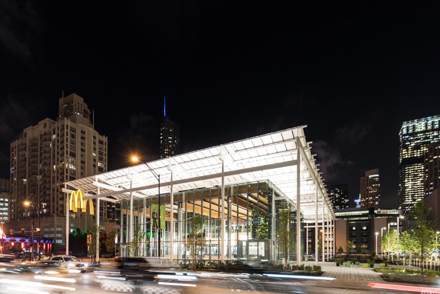 fachada-pele-de-vidro-mcdonald's-chicago