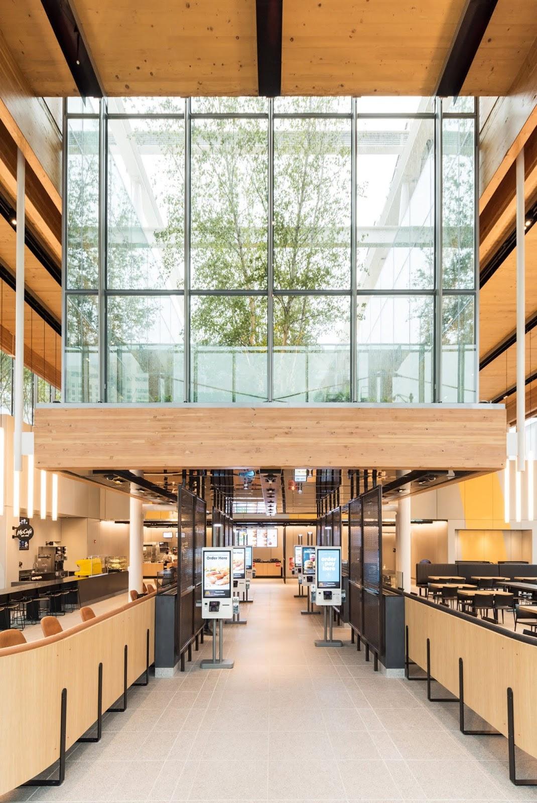 jardim-vertical-fachada-pele-de-vidro-pé-direito-alto-mcdonald's-chicago