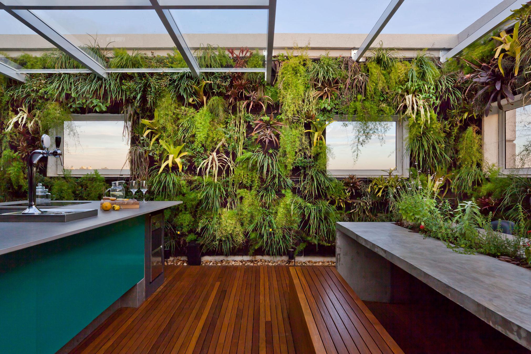 terraço-cobertura-de-vidro-e-jardim-vertical-por-casa-14-arquitetura
