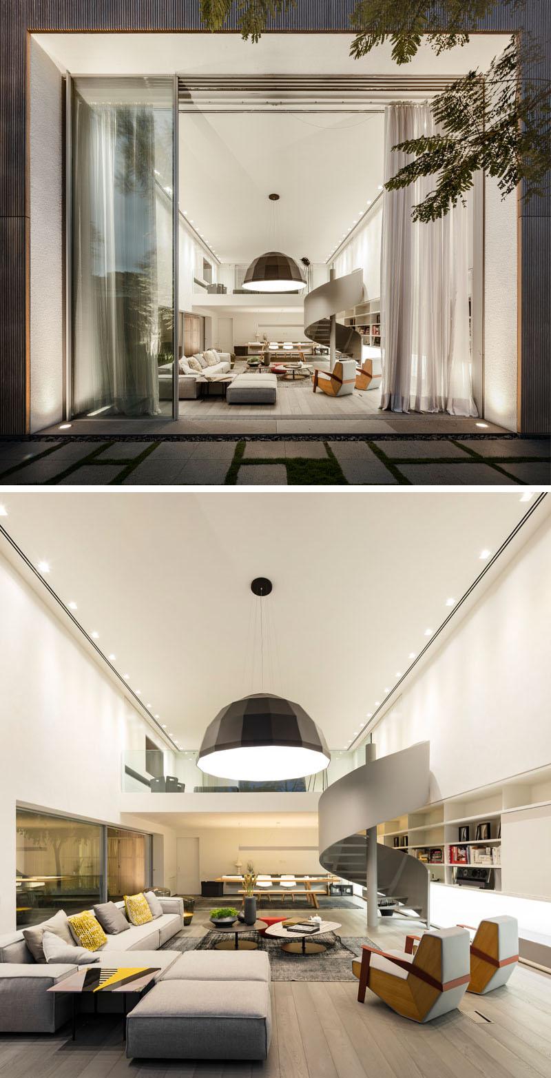 esquadria-de-aluminio-pe-direito-duplo-moderno-projeto-residencial-em-sp-por-mk27