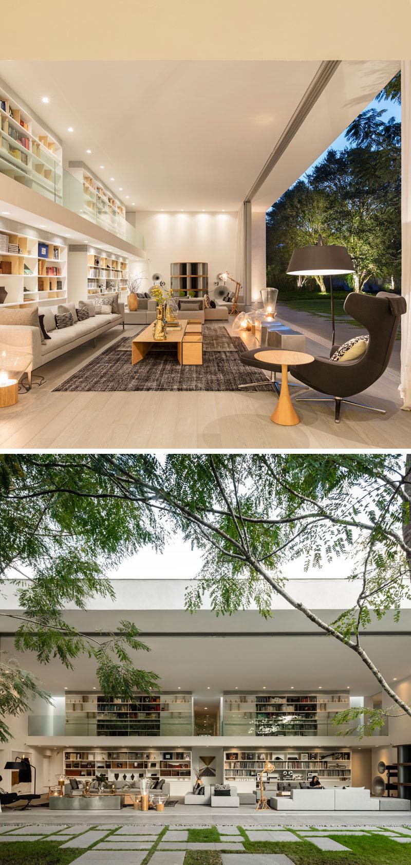portas-de-correr-pe-direito-duplo-moderno-projeto-residencial-em-sp-por-mk27
