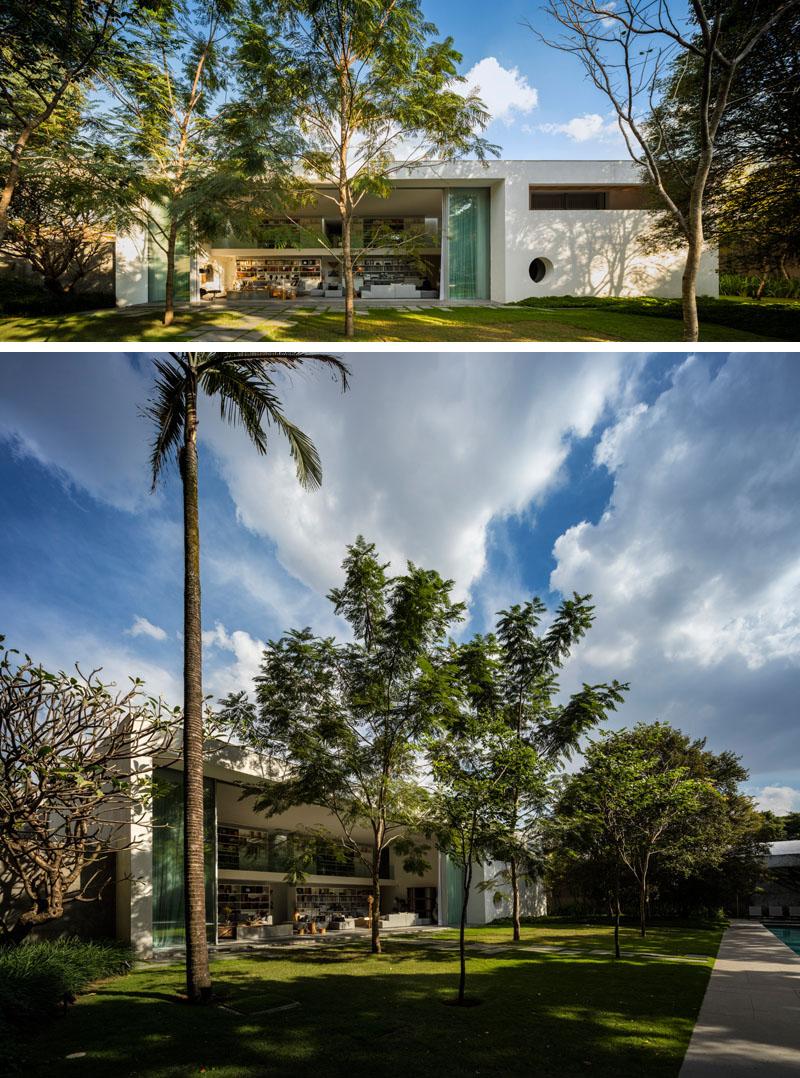 portas-deslizantes-pe-direito-duplo-moderno-projeto-residencial-em-sp-por-mk27