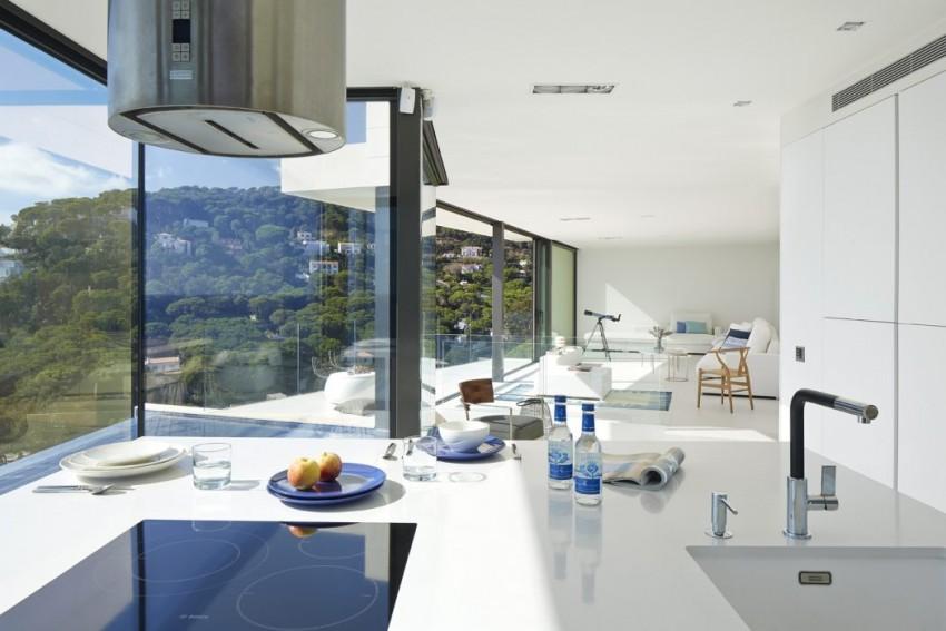 cozinha-e-sala-integradas-casa-em-santa-cristina-d-aro-espanha-e1464804097812