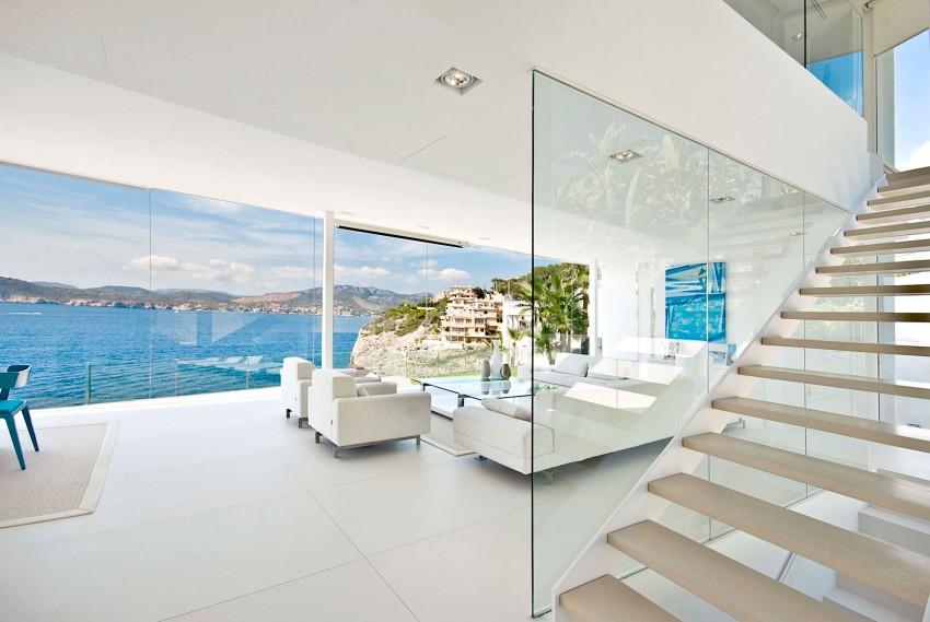 escada-com-fechamento-de-vidro-do-piso-ao-teto