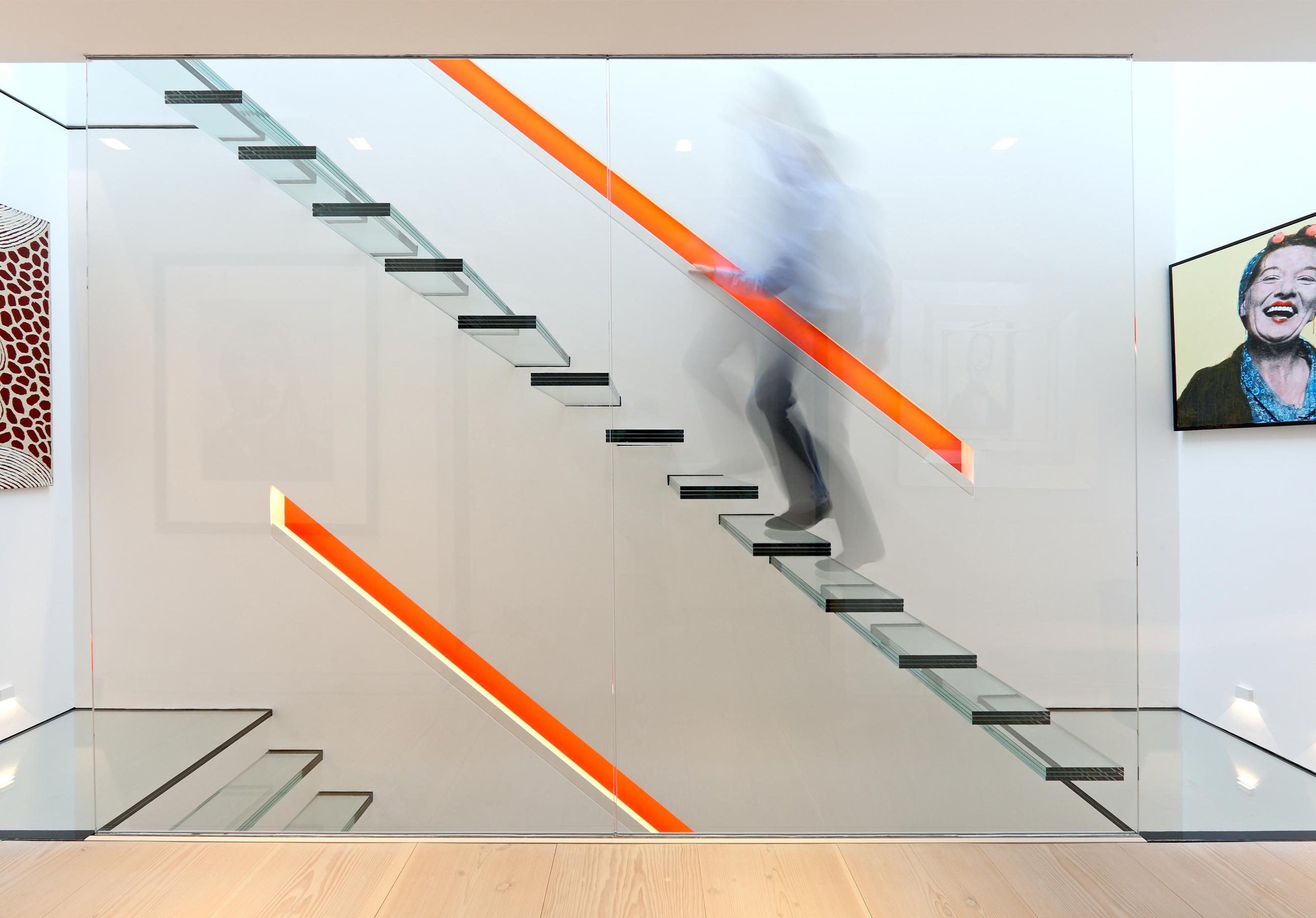 escada-guarda-corpo-vidro-piso-ao-teto