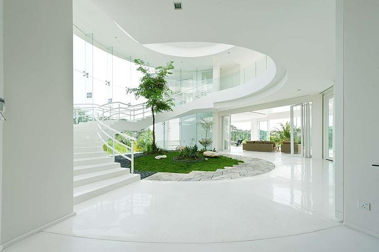 fachada-de-vidro-spider-glass-jardim-de-inverno-no-hall-da-escada