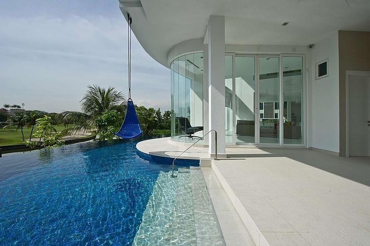 piscina-borda-infinita-casa-na-malasia