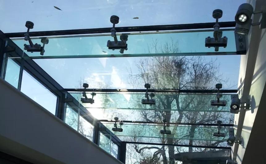 cobertura-de-vidro-spider-glass-coluna-autoportante-de-vidro-laminado-triplo