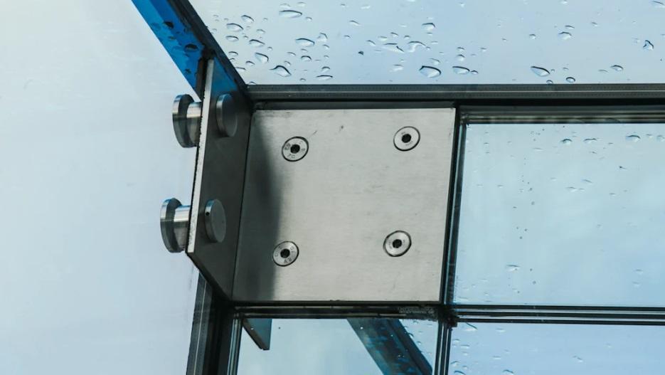 cobertura-com-colunas-em-vidro-e-aço-inox